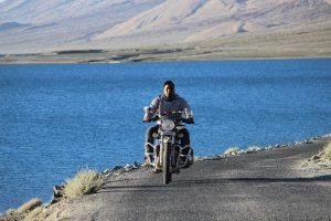 rider-pangong-lake-himalyan